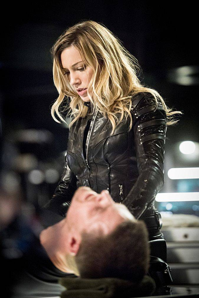 arrow katie cassidy laurel lance
