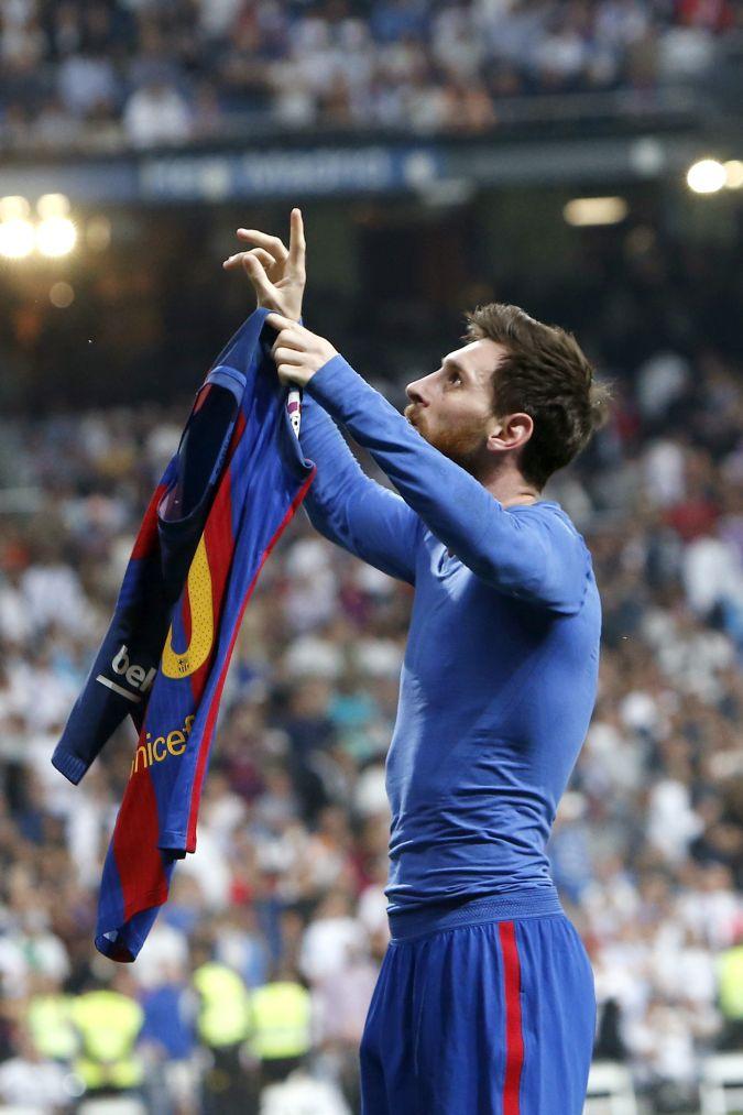 Lionel Messi celebra su gol en el Barcelona vs Real Madrid
