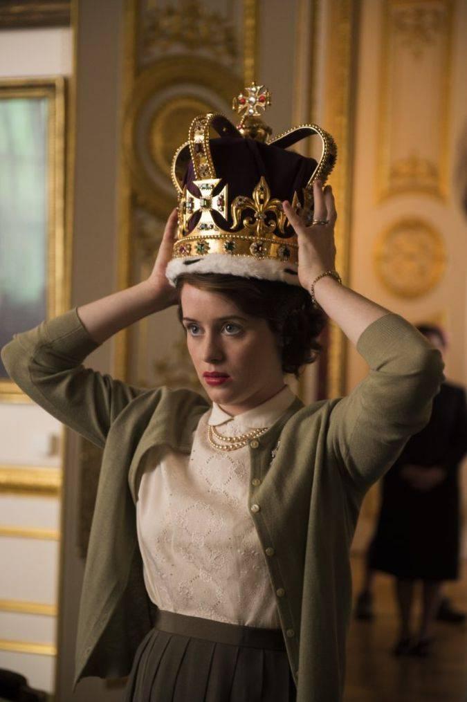 the crown reina isabel