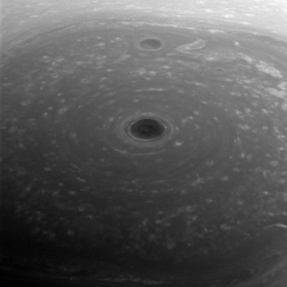 La NASA muestra una foto del polo norte de Saturno