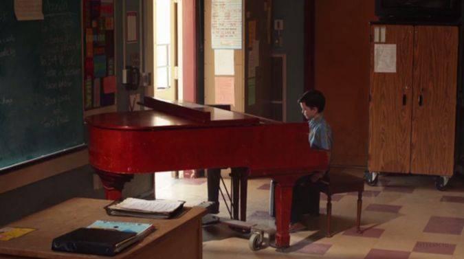 young sheldon 1x01 sheldon cooper piano musico
