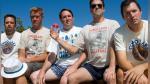 La historia de los cinco amigos que se toman la misma foto cada cinco años - Noticias de cristal escenario