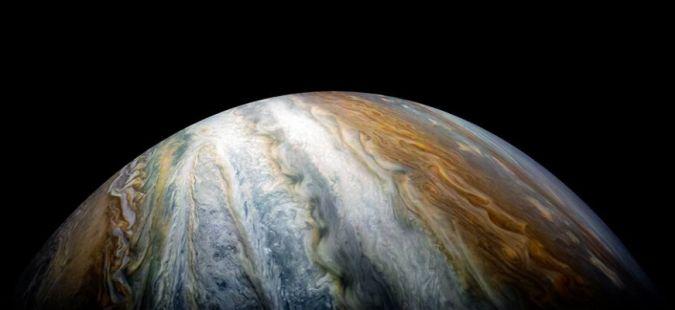 NASA muestra a Júpiter más imponente que nunca con sus coloridos cinturones de nubes