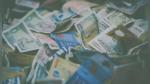 Facebook viral: Detienen en Hong Kong a un hombre que lanzó dinero desde lo alto de una torre | VIDEO - Noticias de criptomonedas
