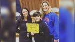 Niño que aprendió inglés hace dos años gana competencia escolar de deletreo - Noticias de año escolar