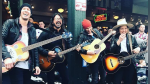"Dave Grohl sorprende al cantar ""Let it be"" de The Beatles en un mercado - Noticias de the beatles"