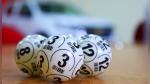 Mujer gana la lotería gracias a los números que un hombre le reveló en un sueño - Noticias de billetes