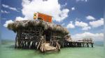 Bar en medio del mar al que solo se puede llegar en barco o nadando busca barman - Noticias de huracán