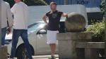 Taxista se pone falda ante norma que le prohíbe llevar pantalones cortos y desata la polémica - Noticias de taxi