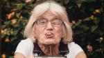"""Una anciana le pone """"sabor"""" a su cocina con sus pegajosos pasos de baile - Noticias de perros"""