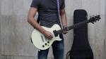 Un guitarrista callejero hace hasta lo imposible para que un niño le regale una sonrisa - Noticias de regaló