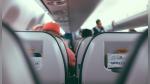 Azafata de vuelo intenta hacerle broma a pasajeros y todo sale mal - Noticias de avión