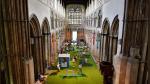 Una catedral británica instala un minigolf en su interior para atraer fieles - Noticias de puente de londres
