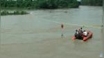 Joven lanza al río su costoso regalo de cumpleaños porque no era lo que había pedido - Noticias de india