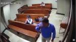 Ladrón roba celular a mujer que rezaba en iglesia pero lo más indignante vino después - Noticias de agua