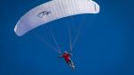 Paracaídas se le avería en pleno salto y recurre a arriesgada maniobra para salvarse - Noticias de caída de redes sociales