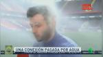 Reportero continúa su transmisión en vivo mientras es regado por aspersores de estadio - Noticias de rusia