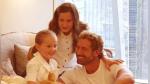 Gabriel Soto y sus hijas enamoran a todos con sus divertidos pasos de baile - Noticias de gabriel soto