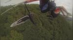 Hombre graba su propia caída tras chocar contra parapente en pleno vuelo - Noticias de repisas