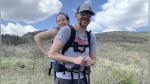 Él no ve, ella no camina y ambos se han propuesto escalar varias montañas - Noticias de viral