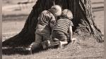 Dos niños jugando demuestran por qué las mujeres viven más que los hombres - Noticias de viral