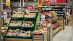 Cámara de seguridad de supermercado registra el instante en que una distraída cliente es víctima de un robo - Noticias de viral