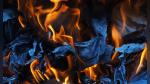 Mujer quemaba las cartas de amor de su ex pero terminó incendiando toda su casa - Noticias de viral