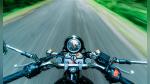 El aparatoso accidente que sufrió un motociclista a toda velocidad en una carretera - Noticias de video viral