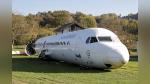 Hombre compra un avión en desuso para convertirlo en un parque de diversiones - Noticias de compras